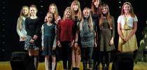 Otroci pojejo slovenske pesmi